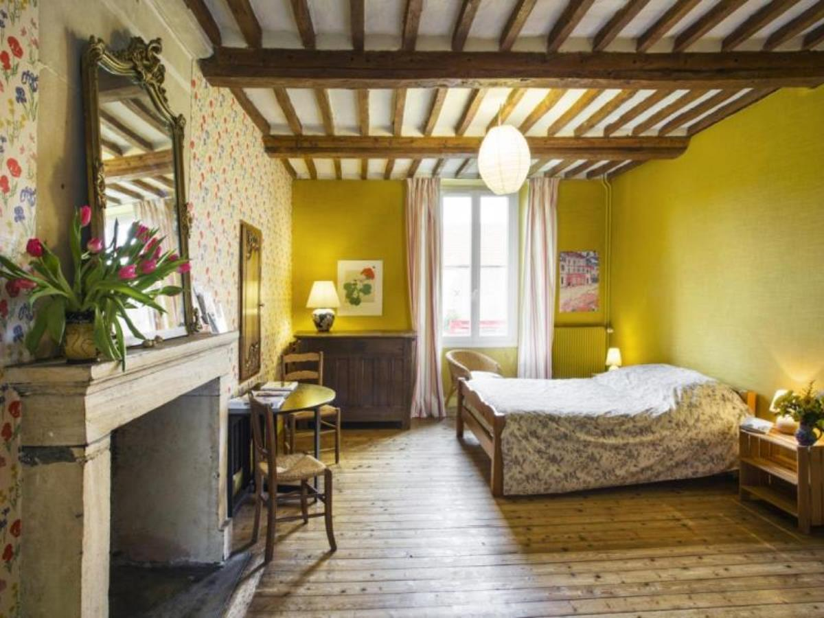 Chambre jaune  famille Fras