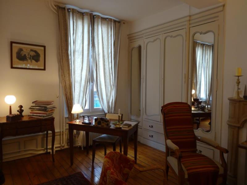 chambre d 39 h tes 3 pis g tes de france 44 rue cap caen d tourisme calvados. Black Bedroom Furniture Sets. Home Design Ideas
