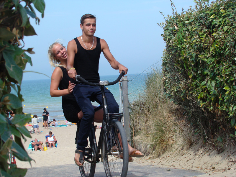 Cycle hire in merville franceville in normandy tourisme for Camping cabourg piscine