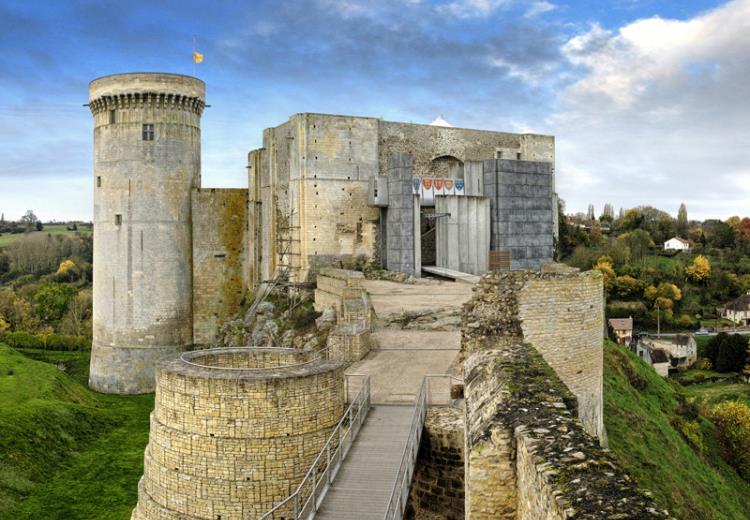 Vue sur la tour du château Guillaume le conquérant à Falaise dans le Calvados