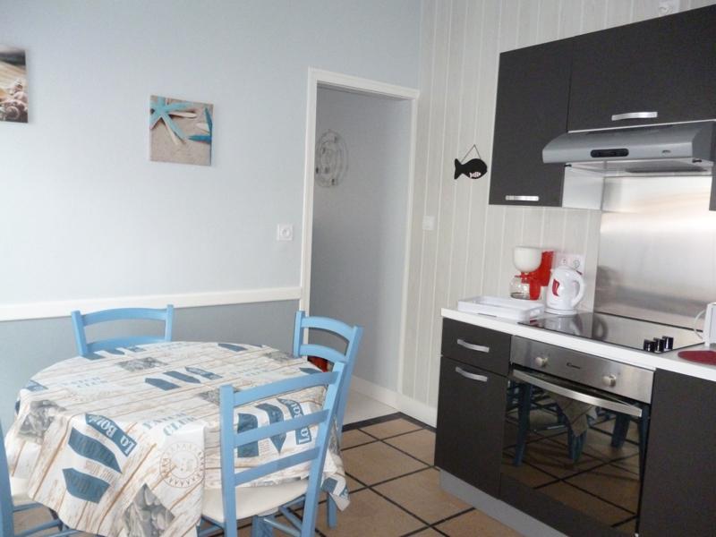 Gîte Côté Plage à Saint Aubin sur mer, cuisine - ©Mme Flaguais - Clévacances