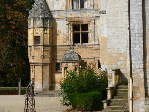 Facade-of-the-castle-of-Fontaine-Henry
