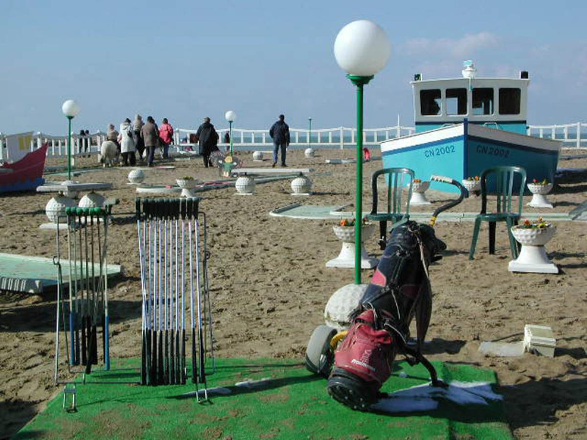Mini-Golf et promenades en poney