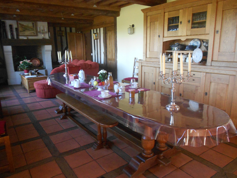Chambre d'hôtes à Beaufour Druval, petit déjeuner - ©Mme Le Page - Clévacances