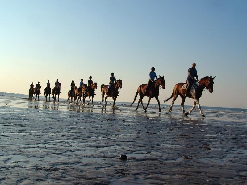 Randonnée à cheval sur la plage - ©S. Guichard