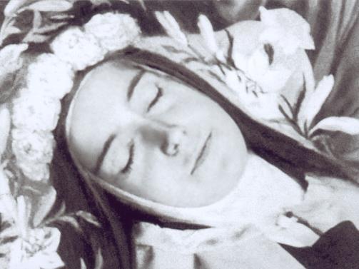 Sainte Therese de Lisieux sur son lit de mort