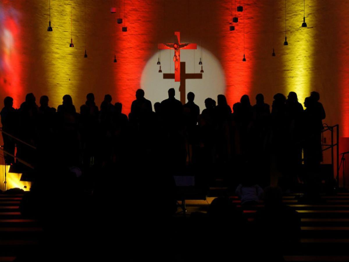 Gospel par la Chorale de Ouistreham et Violet Calix Bridge Gospel - ANNULÉ