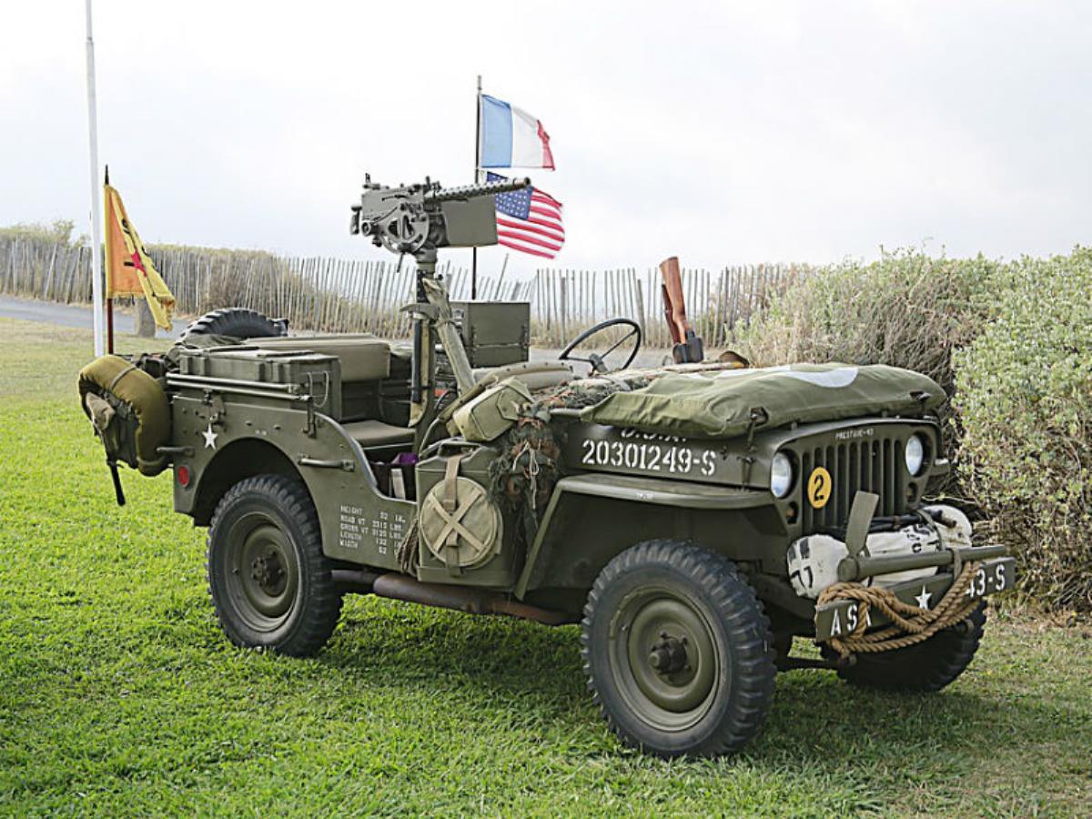 Camp de reconstitution de véhicules alliés