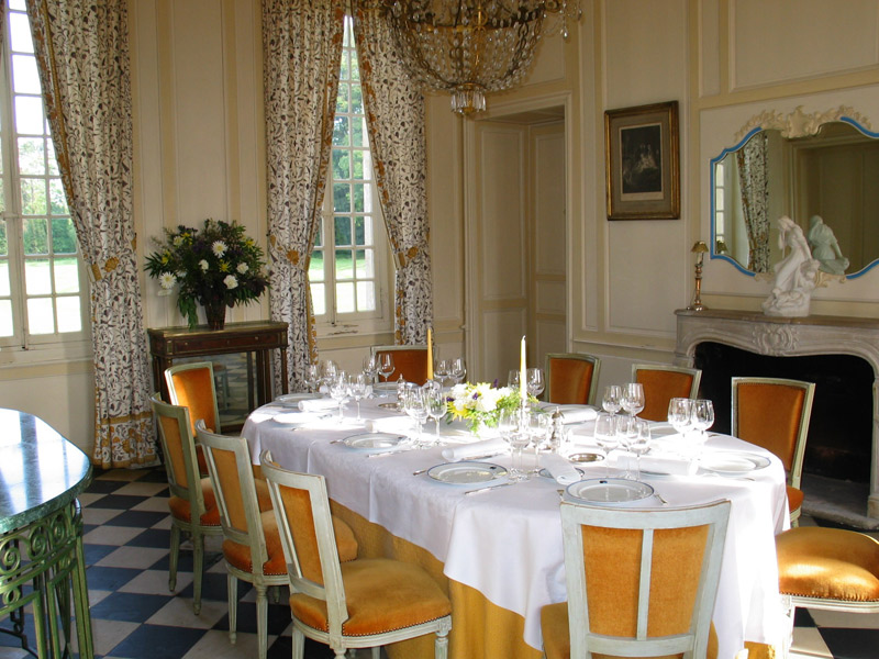 Restaurant du ch teau d 39 audrieu calvados normandie for Chateau d ax table de salle a manger